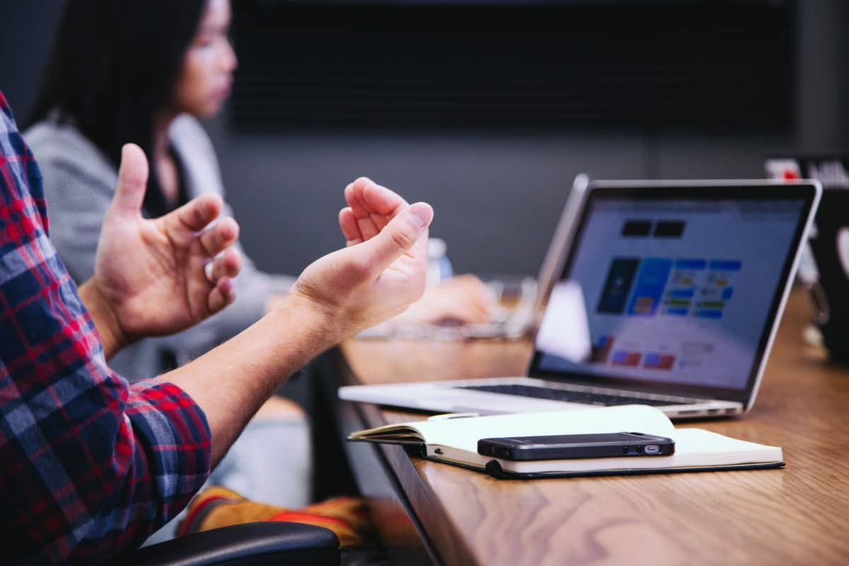 Internal communication during a meeting